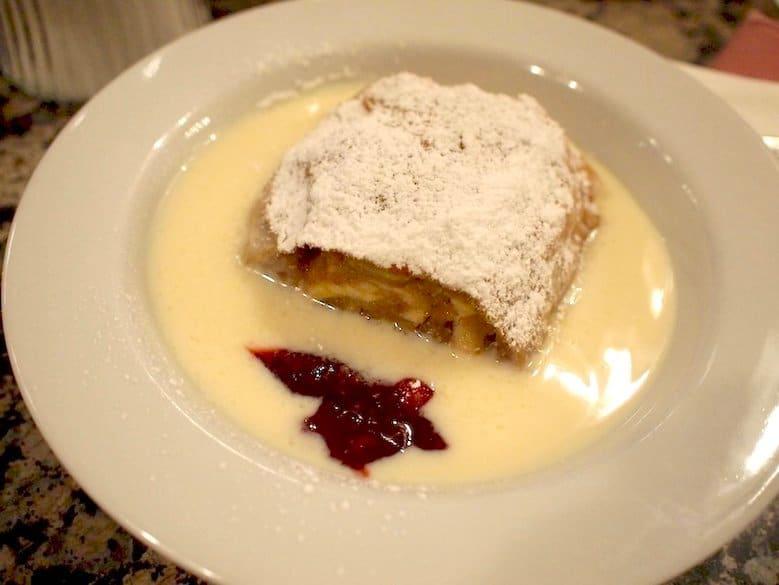 Apfelstrudel, Wiedeń – Smakowite Historie blog kulinarny