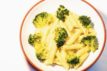 Makaron z sosem serowym i brokułami blog kulinarny smakowite historie