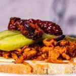 Pulled Jackfruit – chlebowiec à la szarpana wołowina